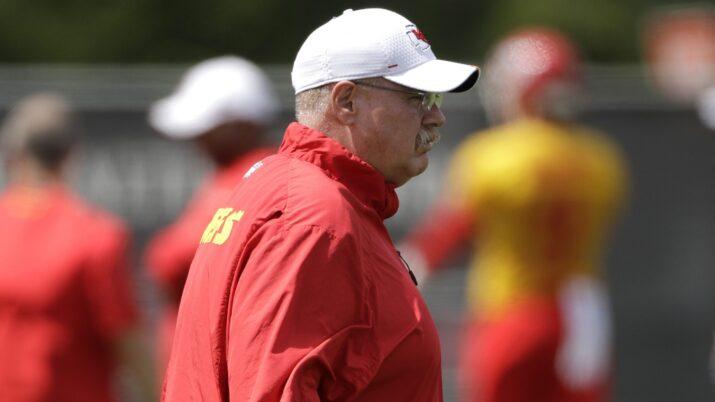 Andy Reid, atual campeão do Super Bowl, durante treinamento do Kansas City Chiefs